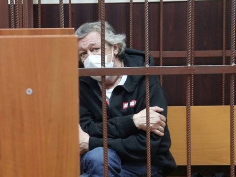 Стало известно, чем занялся в тюрьме Михаил Ефремов