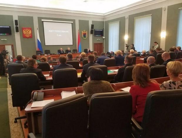Пенсионер поблагодарил депутатов за прибавку в 21 рубль туалетной бумагой