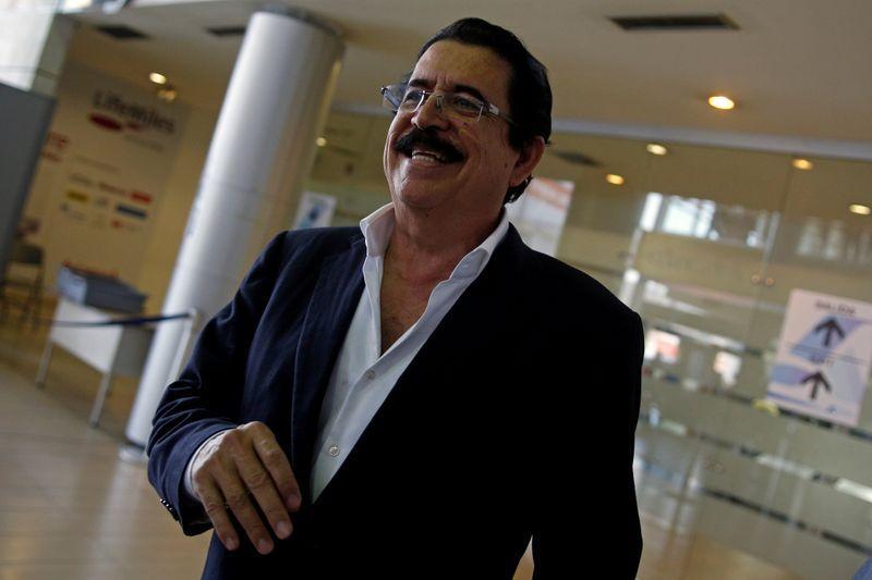 Экс-президент Гондураса Селайя остановился в аэропорту с мешком денег