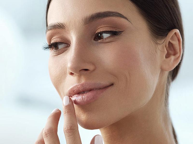 Как увеличить губы в домашних условиях?