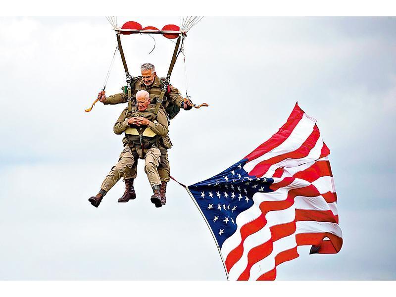 Британский генерал прыгнул с парашутом и потерялся