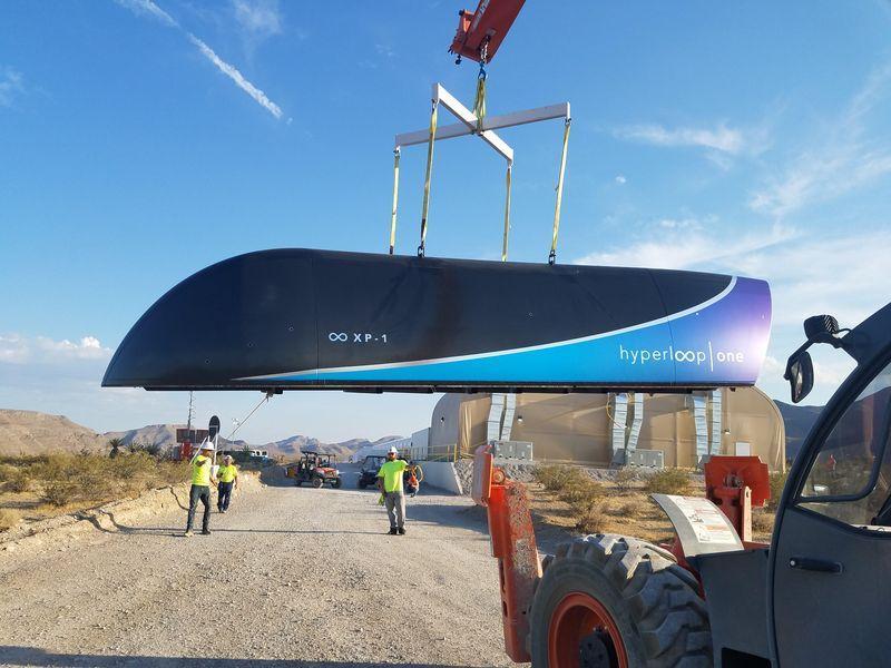 В США испытали вакуумный поезд Hyperloop с пассажирами