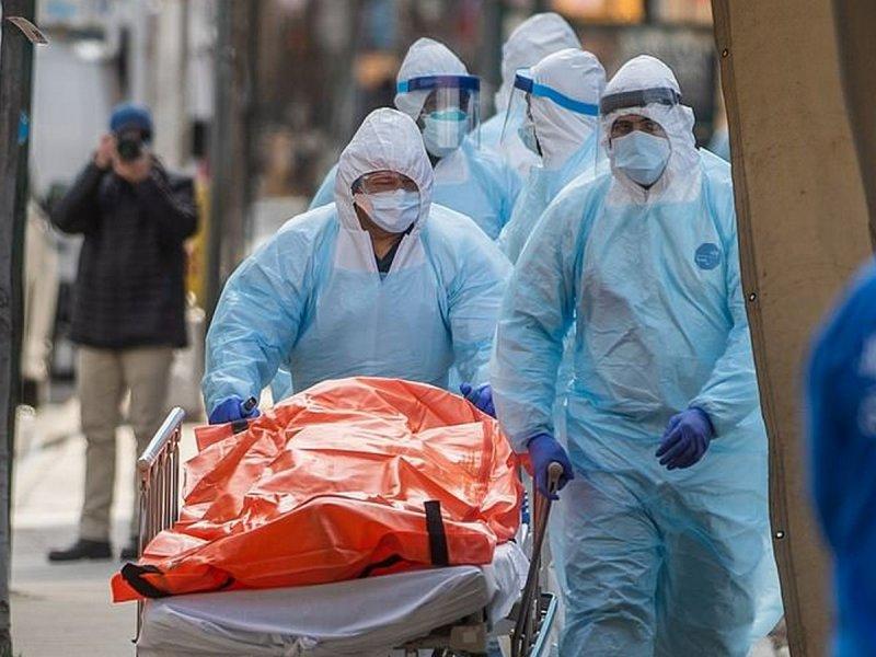 США обновили рекорд госпитализаций и смертей от коронавируса