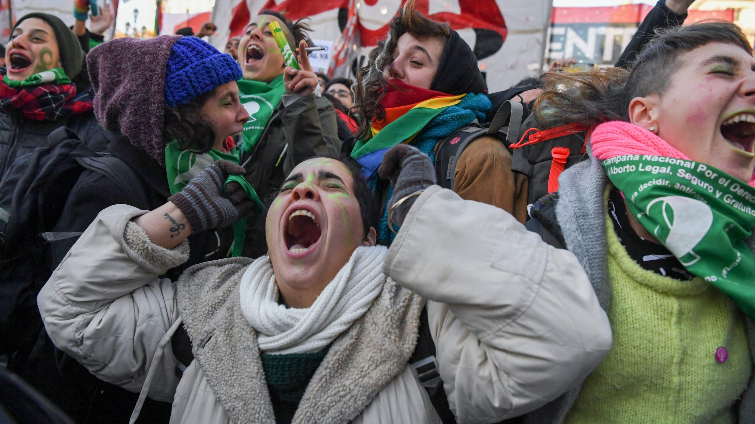 Сенат Аргентины одобрил законопроект о легализации абортов