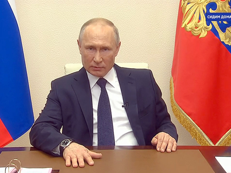 Путин поручил со следующей недели начать вакцинацию от COVID-19