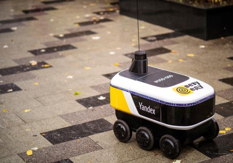 Роботы Яндекса начали доставлять ресторанные обеды в центр Москвы