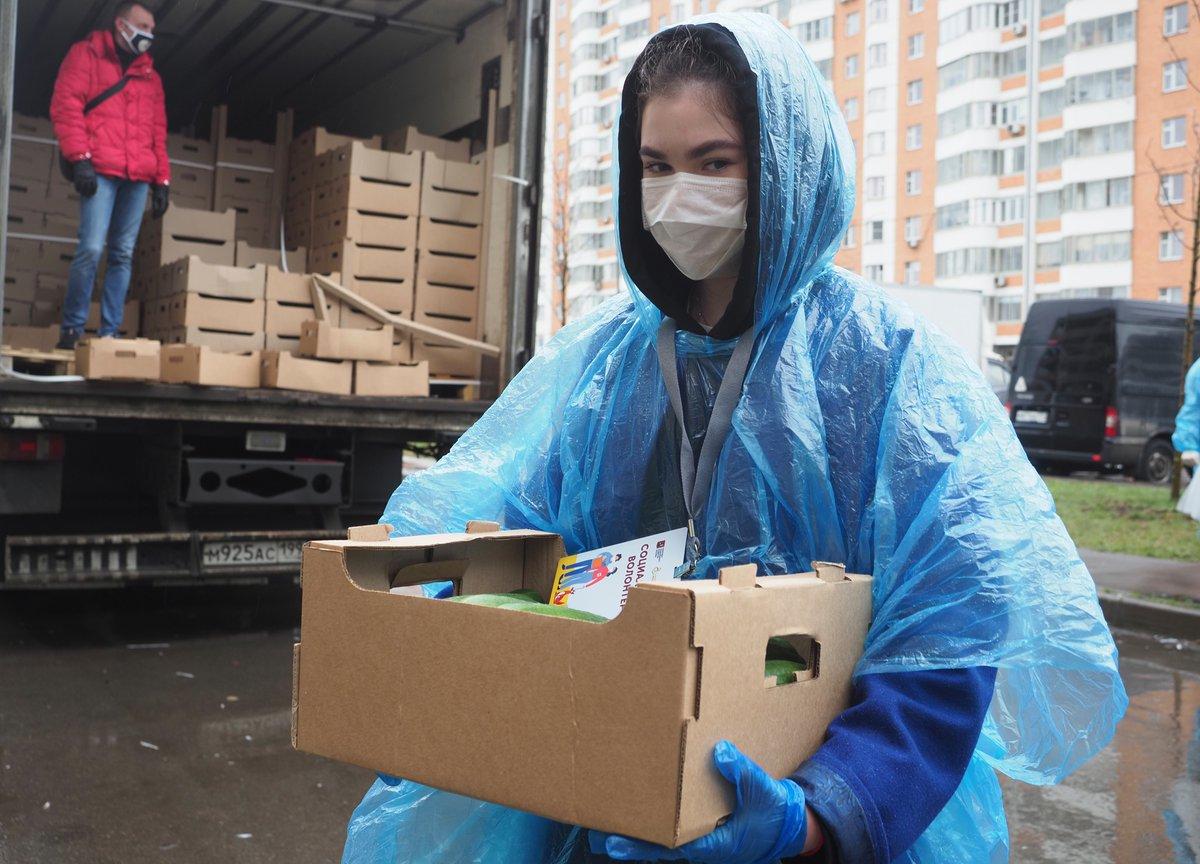В России хотят выдавать прививающимся от COVID-19 продуктовые наборы