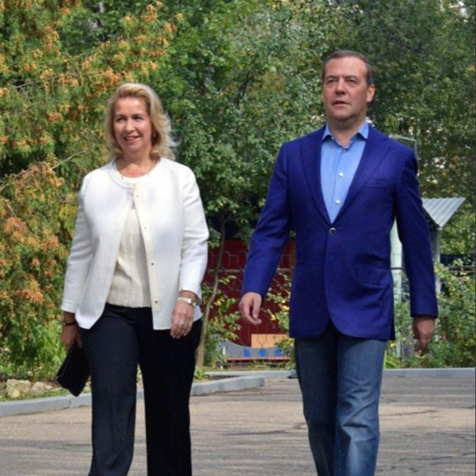 Самолёт жены Медведева летал в Лондон при закрытом авиасообщении