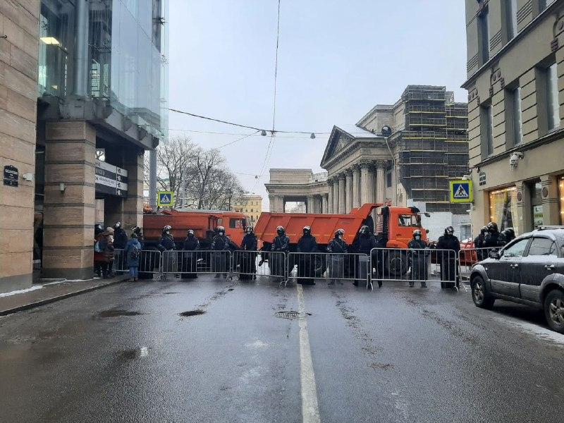Генерал ФСБ объявил, что заграждениями с протестами не справиться