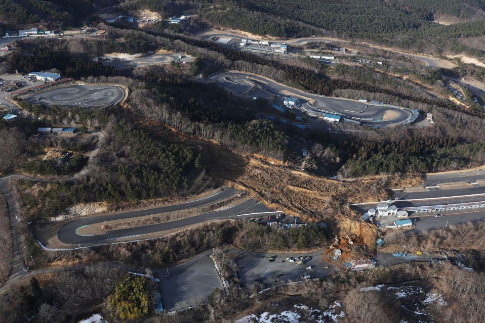 Япония оценивает ущерб от землетрясения недалеко от Фукусимы