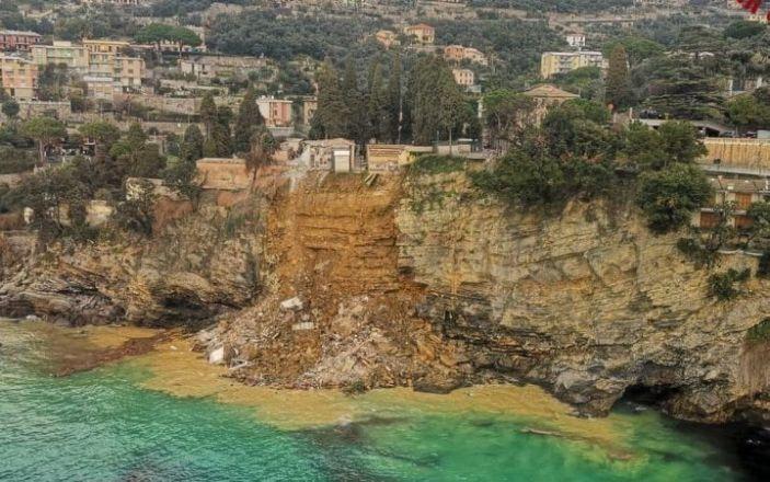 Оползень в Италии унес 200 гробов в море