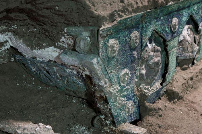 Археологи обнаружили древнюю церемониальную карету недалеко от Помпеи