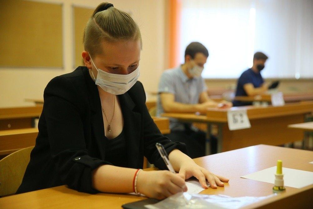 Глава фонда образования заявил об отмене ЕГЭ в России