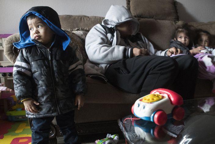 Миллионы техасцев остались дрожать от холода без электричества