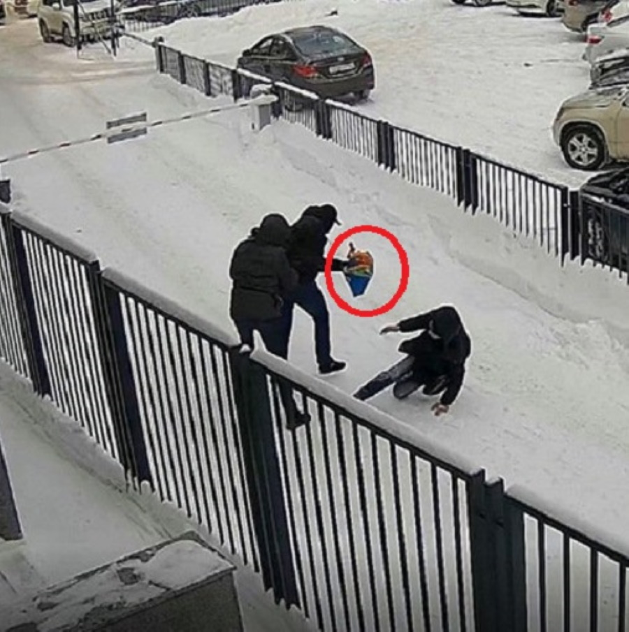 Средь бела дня у россиянина отобрали пакет с ... 15 миллионами