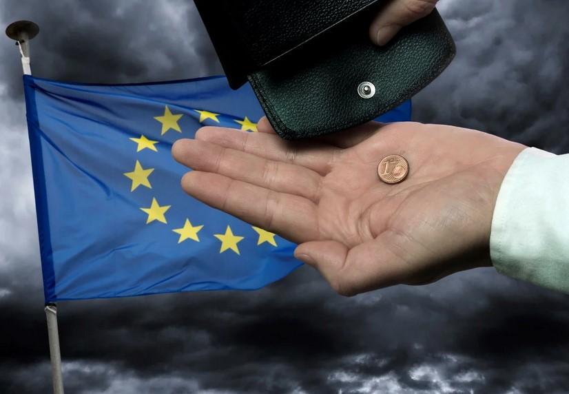 Евросоюз решил помочь россиянам деньгами