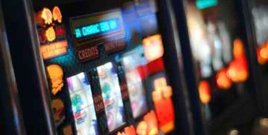 В Архангельской области бухгалтер потратила деньги колонии в игровых автоматах