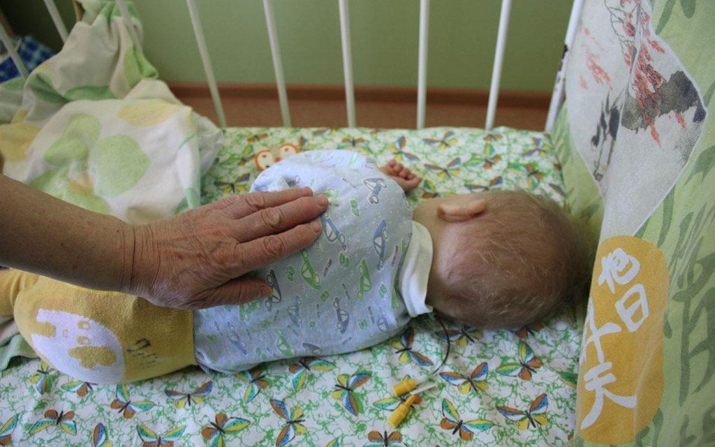 Девушке инвалиду 2-й группы отказались отдать родное дитя в роддоме