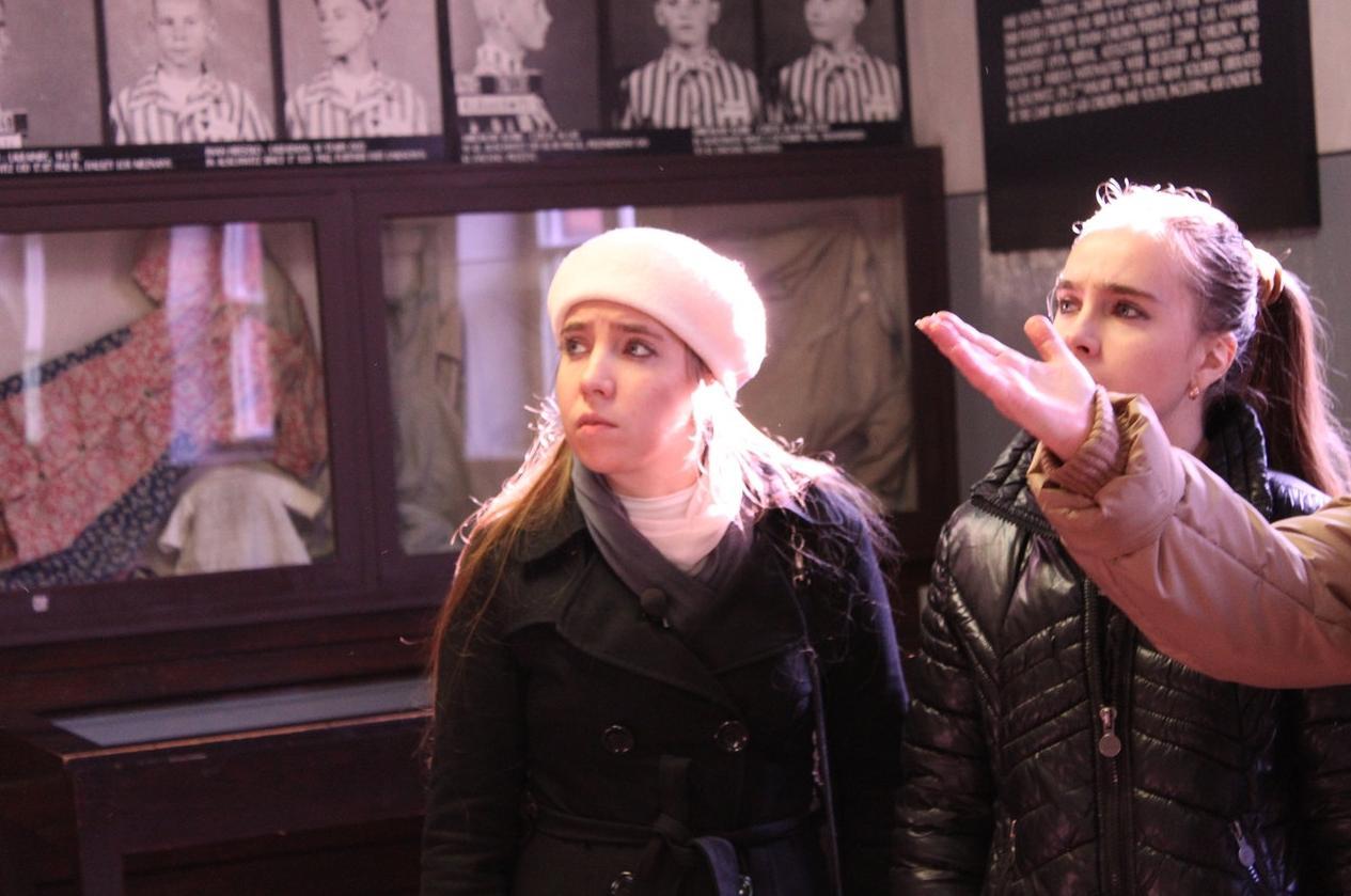 Холокост – клей для обоев?» с сёстрами Каратыгиными