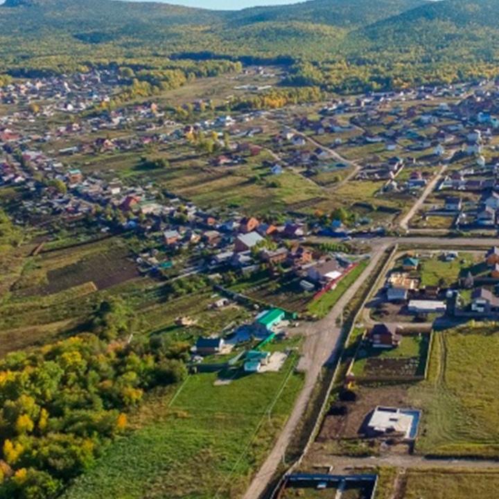 Российской многодетной семье для строительства дома выделили овраг