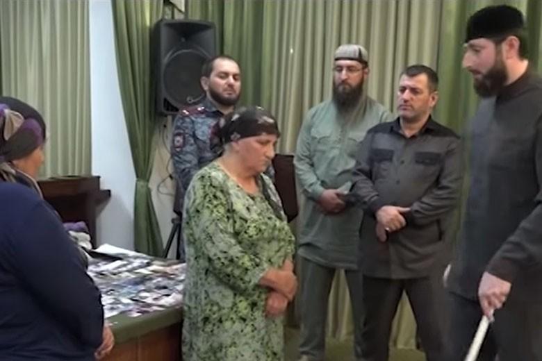 Телеканал «Грозный» показал сюжет о задержании жительниц Чечни за «колдовство»