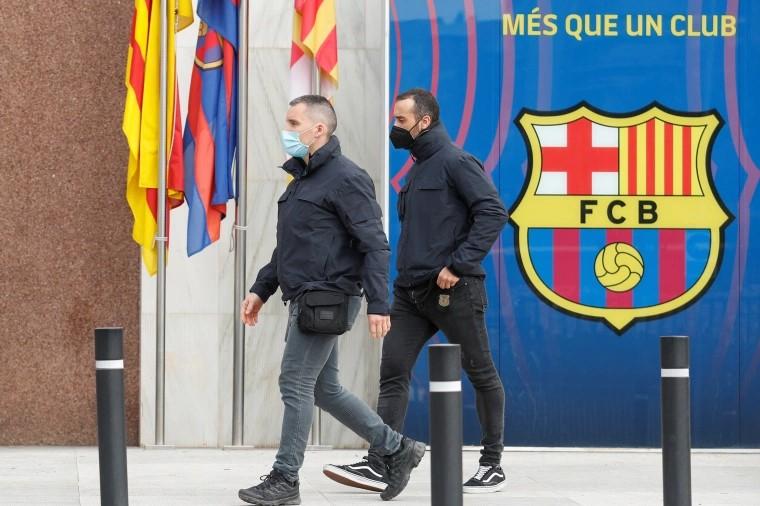После полицейского рейда в футбольном клубе Барселоны произведены аресты