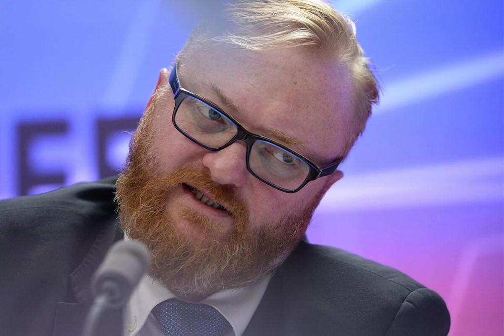 Милонов пожаловался на низкую зарплату в 300 тысяч рублей