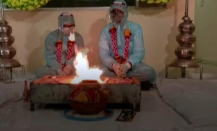 Covid в Индии: пара выходит замуж в СИЗ