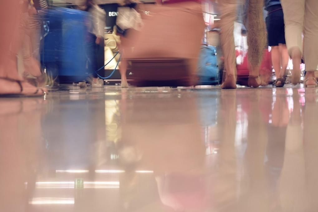 Житель Екатеринбурга перепутал багаж в аэропорту и нашел полмиллиона