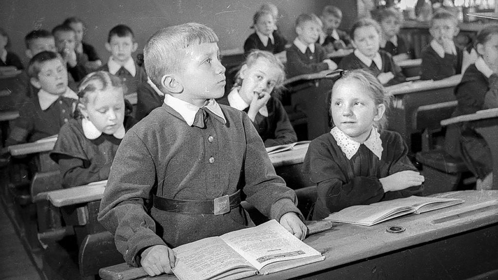 В России обосновали отмену ЕГЭ: в школы хотят вернуть советское образование