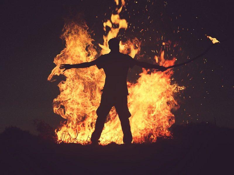 Так у него вышло: россиянин случайно спалил 63 дачи