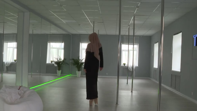 В Татарстане открыли школу танцев на пилоне для мусульманок