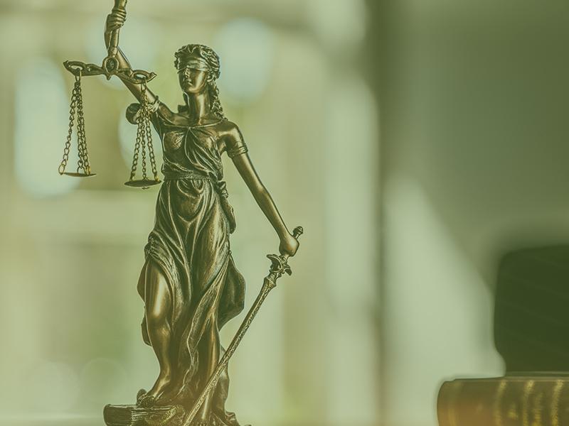На шестилетнюю девочку подали в суд за долги умершешей матери