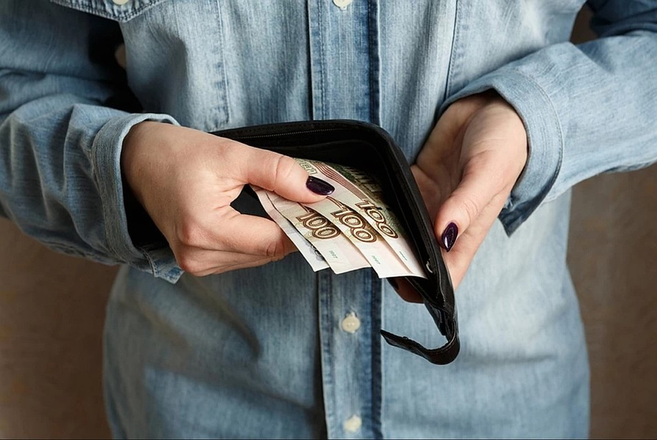 Пособия по безработице в России стали выплачивать по-новому