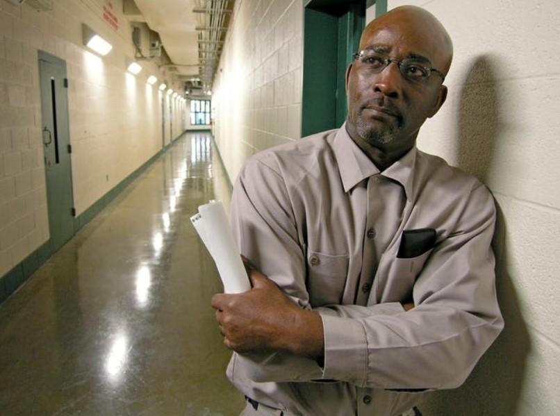 Мужчина по ошибке отсидел 44 года в тюрьме и получил крупную денежную сумму