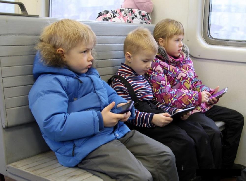 В СФ предложили сделать бесплатным проезд в электричке для детей до 7 лет
