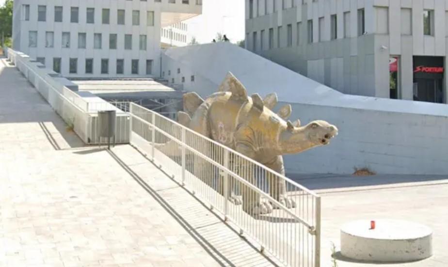 Пропавший мужчина найден мертвым внутри статуи испанского динозавра