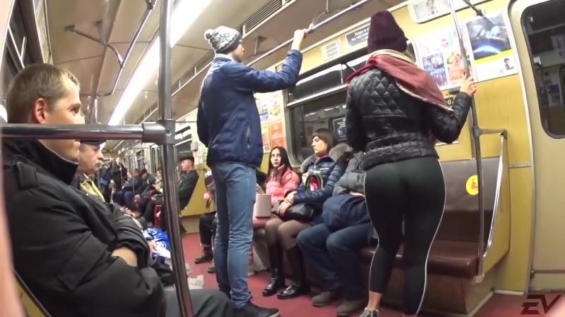 В московском метро появился «охотник за ягодицами»