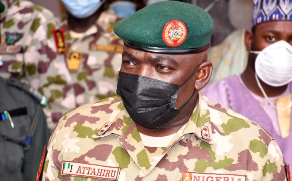 Глава армии Нигерии, еще 10 человек погибли в авиакатастрофе