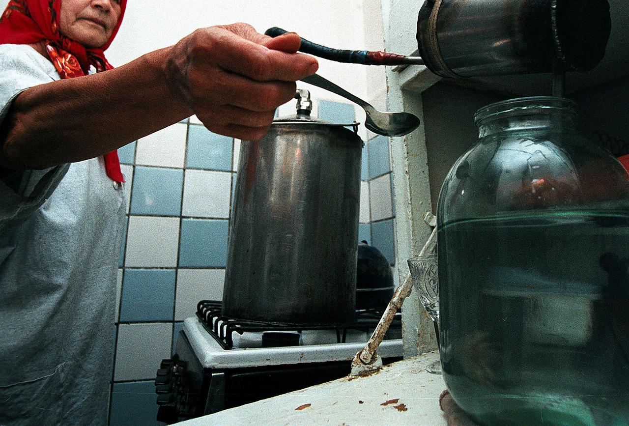 Житель Тульской области убил тещу за некачественный самогон