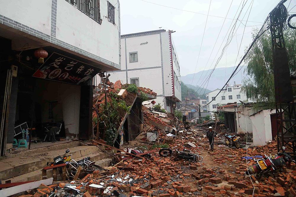 В результате землетрясения в китайской провинции Юньнань погибли двое