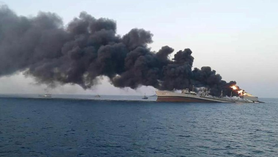 Один из крупнейших кораблей ВМС Ирана затонул после пожара