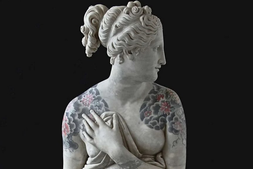 Итальянский художник делает классическим скульптурам татуировки