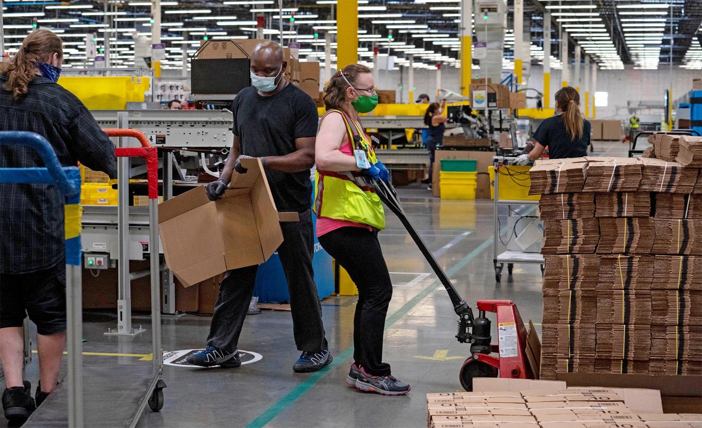 Сотрудники Amazon вынуждены мочиться в бутылки ...