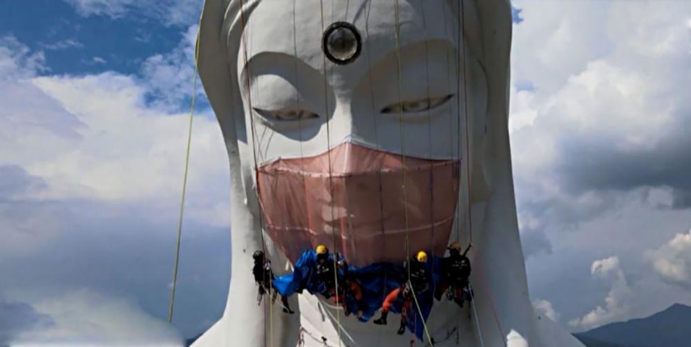 Японцы надели на статую буддийский богини маску от коронавируса