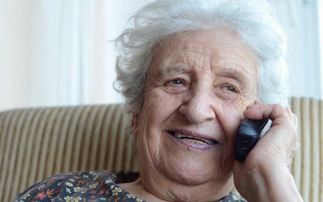 Пенсионерка нашла способ как обмануть мошенников