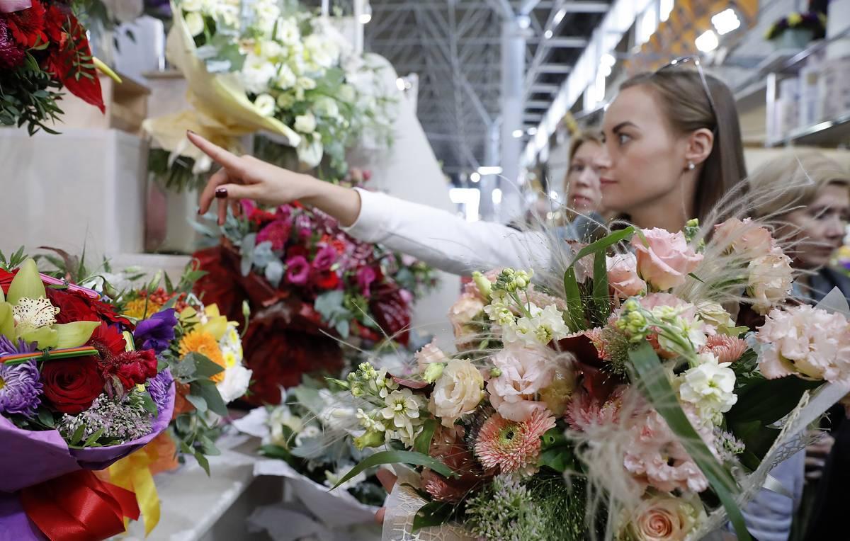 Названа средняя стоимость букета цветов к 1 сентября