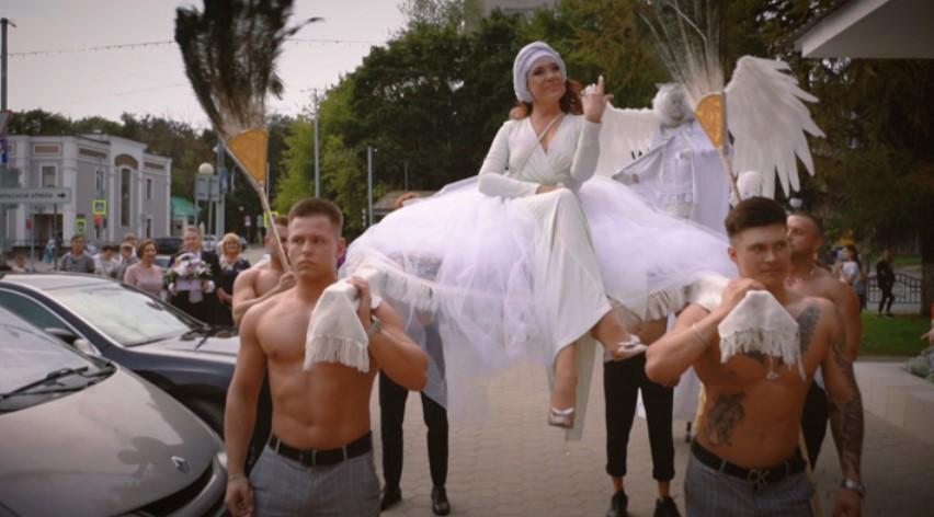 Стало известно, за чей счет состоялась роскошная свадьба певицы Азизы