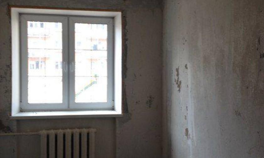 Россиянин поймал выпавшего из окна 11-месячного ребенка