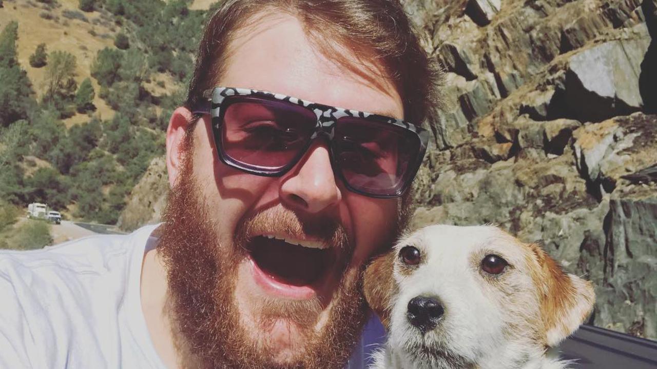 Мужчина восемь лет не расставался с чучелом собаки